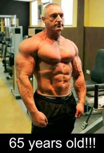 Мужчина с низким процентом подкожного жира