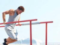 15 упражнений на брусьях для увеличения силы с использованием веса своего тела